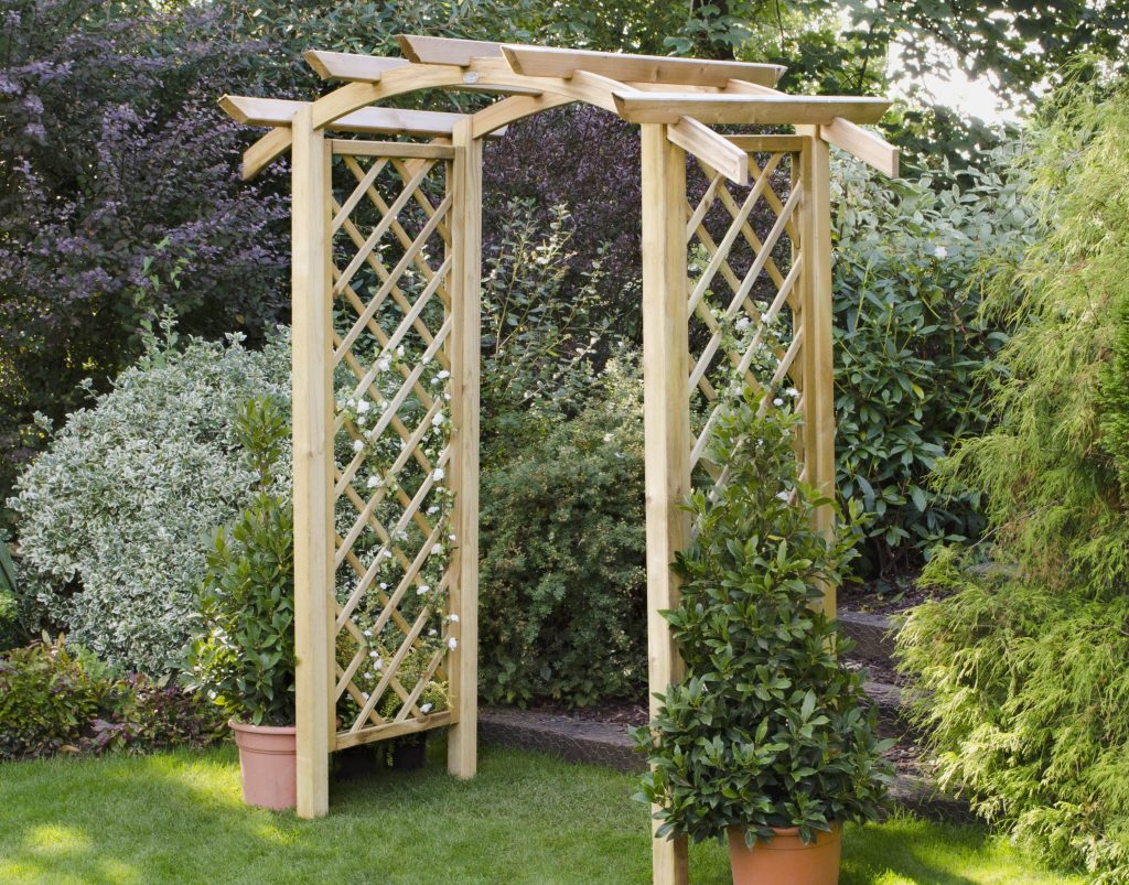 Robust Wooden Timber Garden Arch Entrance Structure with gate /& trellis sides
